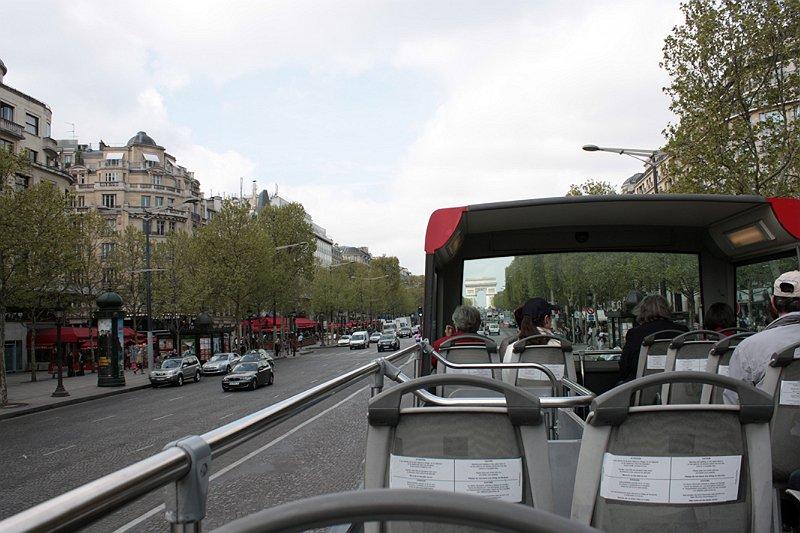 Экскурсионный автобус.