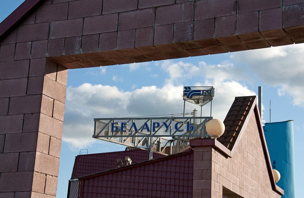 Электропоезд ЭР9Е-608, станция Беларусь.
